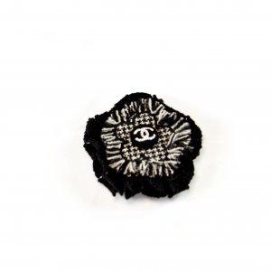Kleine Chanel Camelia Brosche mit Pin